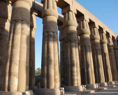 колонны Аменхотепа III в Луксоре