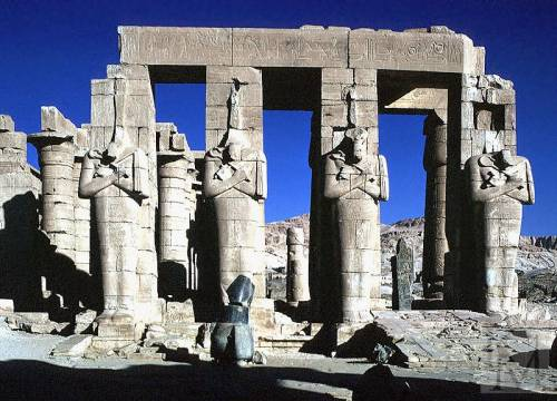 Храм Рамзеса II в Фивах (Рамессеум). 13 в. до н.э